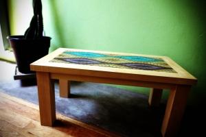mesa baja con venecitas